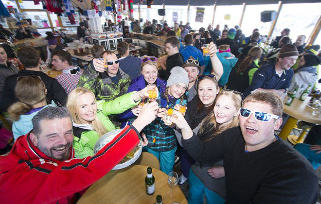 Nach dem Skispaß kommt die Hüttengaudi